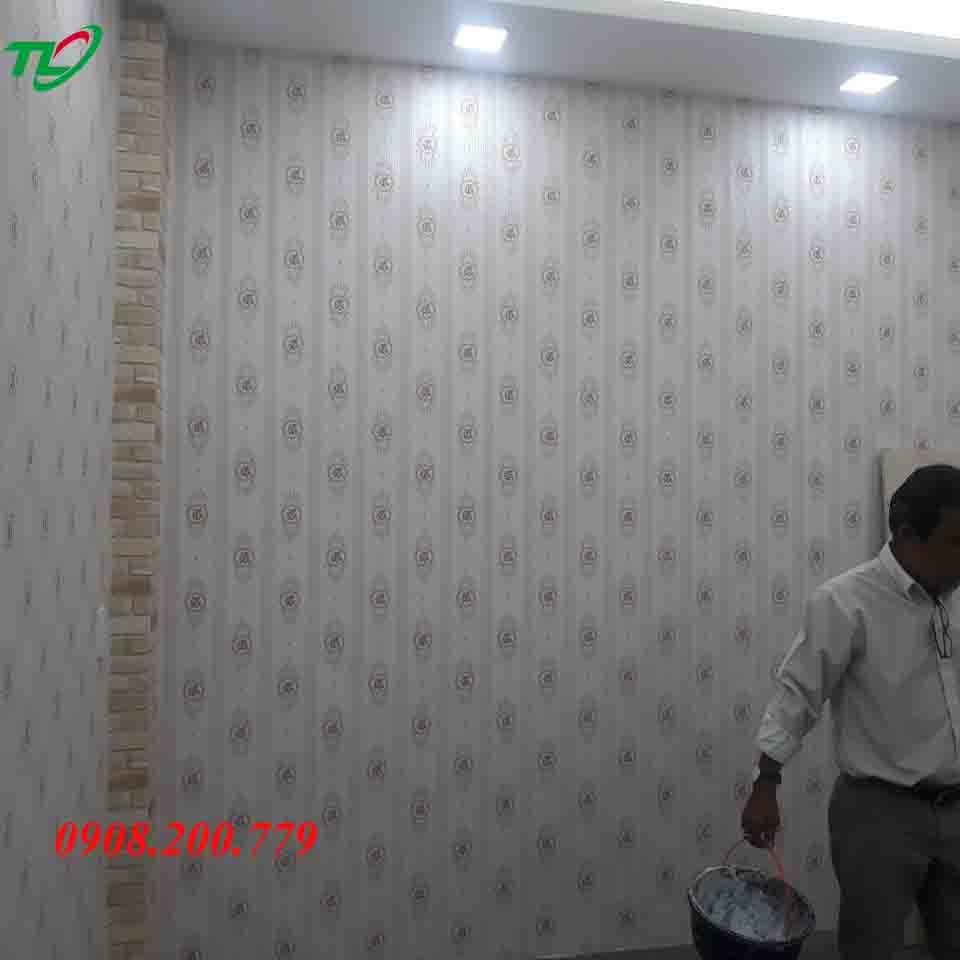 Thi công giấy dán tường cho anh Bình ở Đường Phạm Văn Hai
